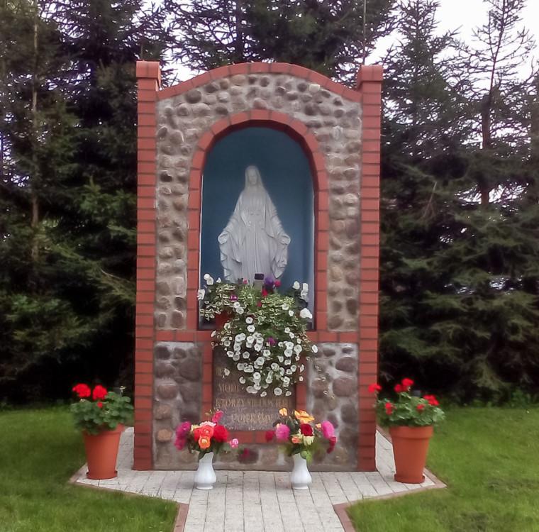 Kapliczka Matki Boskiej przy kościele pw. św. Izydora. Ulikowo, gmina Stargard, powiat stargardzki.