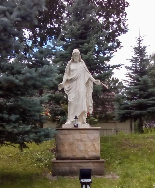 Figura Jezusa przy kościele pw. św. Brata Alberta, ulica Zegadłowicza. Szczeci, Głębokie, Szczecin.