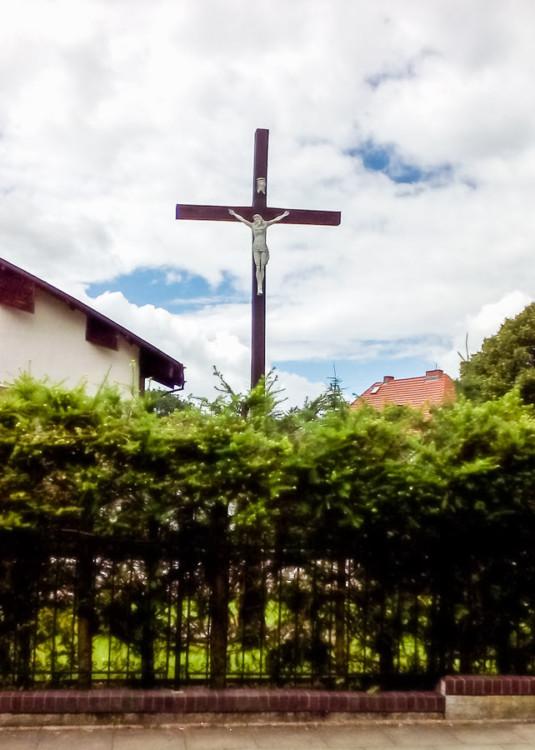 Krzyż przy kościele pw. św. Brata Alberta, ulica Zegadłowicza. Szczeci, Głębokie, Szczecin.
