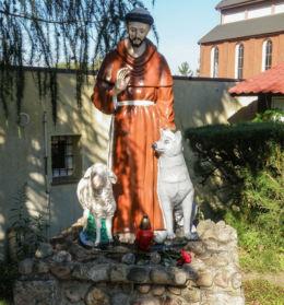 Figurka św. Franciszka na terenie parafii pw. Niepokalanego Serca NMP. Szczecin, Słoneczne, Szczecin.