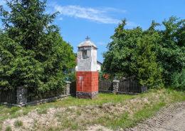 Przydrożna kapliczka słupowa. Lubiesz, gmina Tuczno, powiat wałecki.