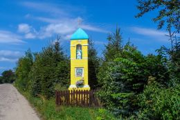 Przydrożna kapliczka kolumnowa. Rusinowo, gmina Tuczno, powiat wałecki.